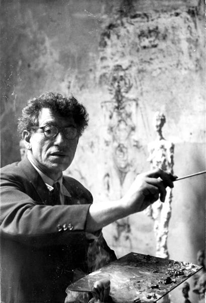Isaku Yanaihara, Alberto Giacometti travaillant dans son atelier, 1957, tirage argentique, 12,60 x 8,20 cm, coll. Fondation Giacometti, Paris