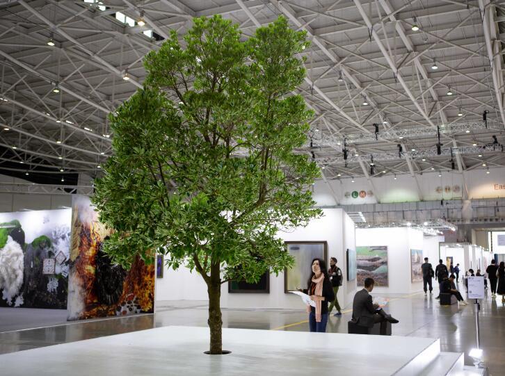首届台北当代预览现场,《我树着打你》, 江宥仪,装置艺术展区。图片由台北当代提供。