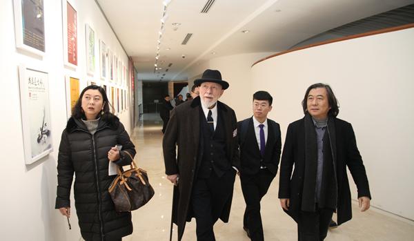 吕佩尔茨亲临山东美术馆