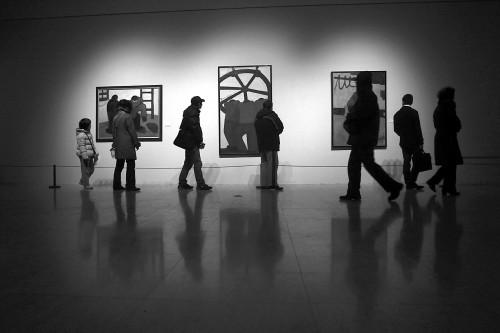 市民参观美术馆。青年报资料图 记者 张瑞麒 摄