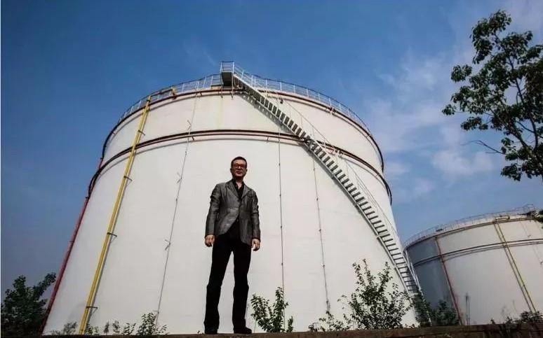 """乔志兵在上海斥巨资打造了""""油罐艺术中心"""""""