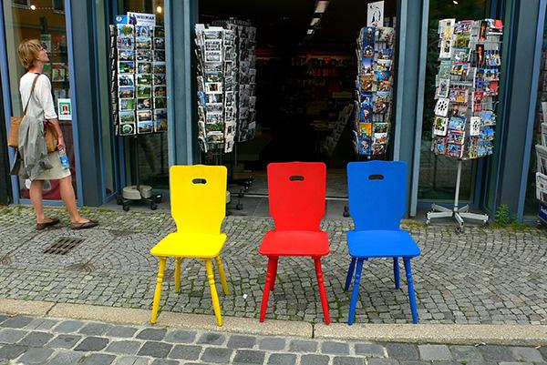 包豪斯三原色在魏玛街头无处不在。本文图片除署名外均为 张路宁 图