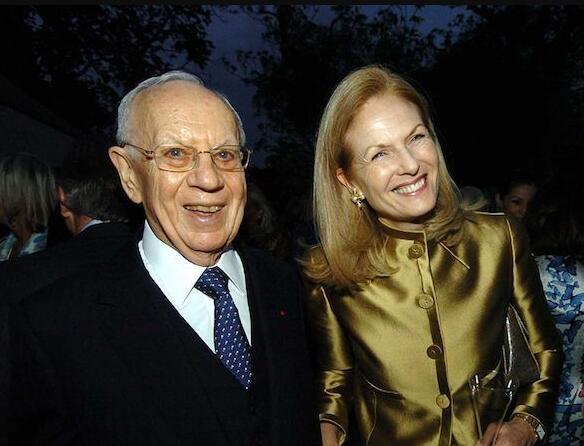 塞克勒家族成员:莫蒂默与特蕾莎夫妇(Mortimer and Theresa Sackler)。图片来源:Alan Davidson/REX/Shutterstock; © 2004 Shutterstock