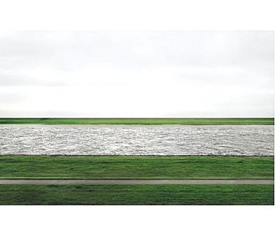 目前拍卖史上最贵摄影作品,德国著名摄影师Andreas Gursky拍摄的《The Rhein II》,成交价为4338500 美元 佳士得供图