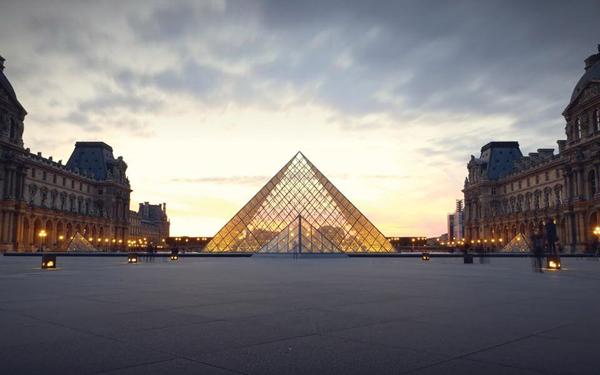 罗浮宫,玻璃金字塔。图/取自THE ART NEWSPAPER