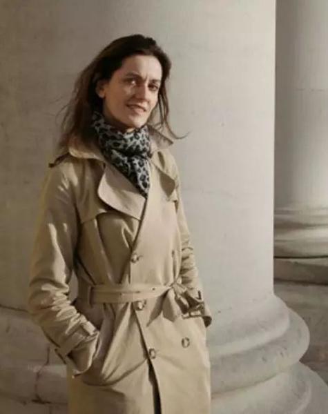 丽贝卡·威尔逊(Rebecca Wilson),萨奇画廊主任、首席策展人