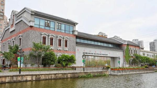 """作为碧云社区周边独树一帜的文化机构,金桥碧云美术馆将打造成""""家门口的艺术文化乐园"""",策划和组织工作坊、讲座、市集、品鉴会和亲子活动等,为广大市民提供丰富的美育教育等文化娱乐活动。"""