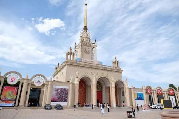 第二届JINGART艺览北京在北京展览馆举行