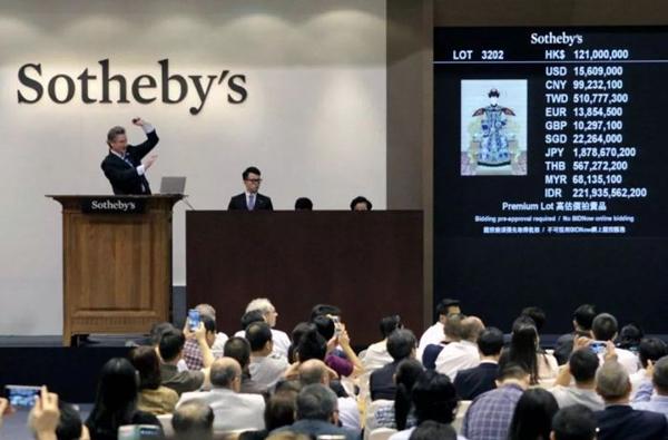 苏富比艺术品拍卖交易现场