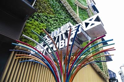 大川巷变身艺术街区,艺术品走入街巷让普通市民消费,更有温度和活力