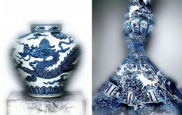 图1 青花瓷晚礼服与明代青花龙纹瓷罐并列陈设