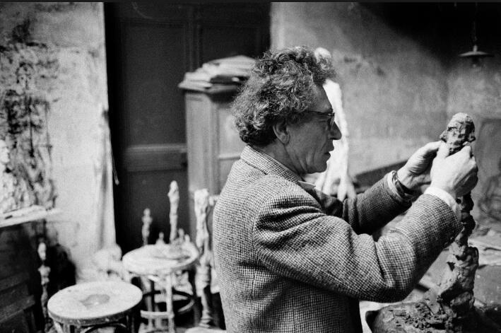 贾科梅蒂在工作室中,1960年图片:wikimedia