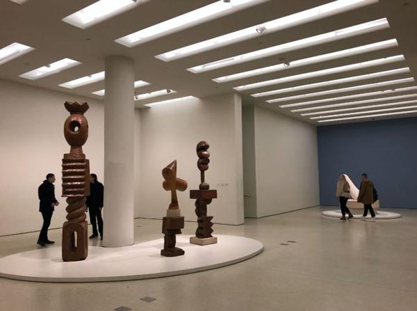 古根海姆美术馆的背后:一位对艺术上瘾的传奇女性