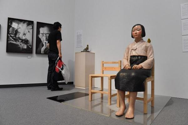 """收到縱火威脅后,日本藝術展撤下""""慰安婦少女像"""""""