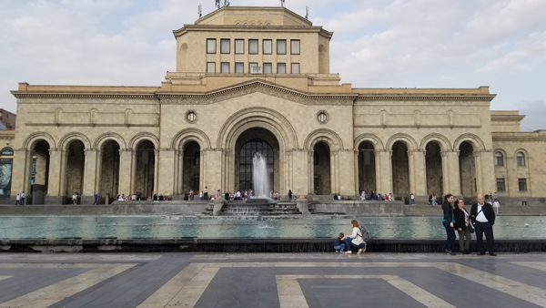 王广义个展《 通俗人类学研究》登陆亚美尼亚国家美术馆