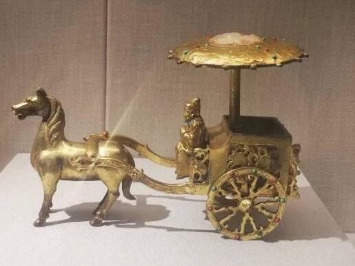 重庆大学博物馆陷赝品风波 雕刻艺术家朱成:是艺术品还是文物?要严格区分并做标注