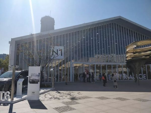 上海国际艺术市场销量亮眼,潮流艺术带动日本艺术家群体崛起