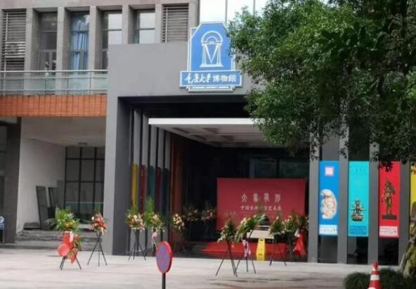 """重庆大学博物馆""""赝品风波""""有新篇:捐赠人被""""气吐血"""" 已委托律师维权"""