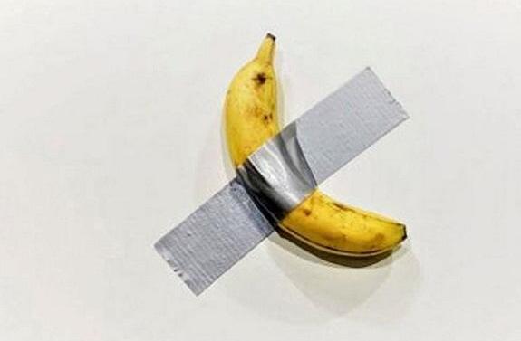 """""""行艺术家""""吃掉售价12万美元香蕉艺术作品"""