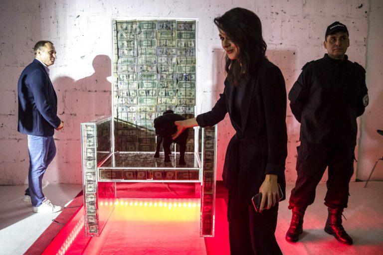 贫穷限制想象系列:俄罗斯富豪百万美元做成椅子