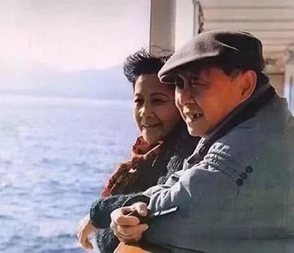 著名畫家黃永玉手書訃告:愛妻張梅溪逝世,享年98歲