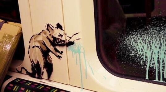 班克斯在伦敦地铁涂鸦吁戴口罩 因违反规定遭清除