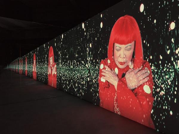 草间弥生最新作!东京草间弥生美术馆展出「未曾见过的幻觉之幻是如此美妙」无限镜屋