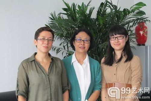 (NPR)驻京首席记者林慕莲女士(左一)张延华会长(中间)