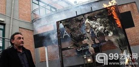 博物馆馆长焚烧藏品