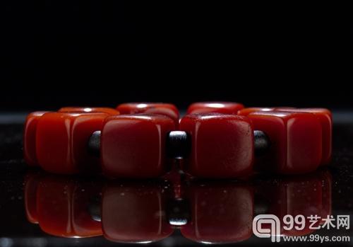 方形山楂红蜜蜡珠串