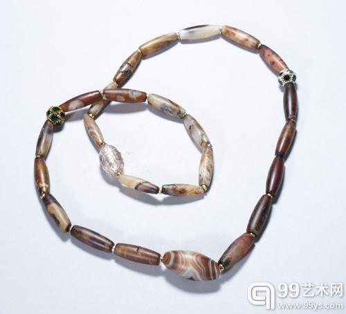 清代缠丝玛瑙长勒型珠项饰
