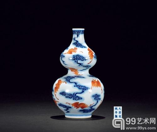 LOT 283 清宣统 青花矾红描金云蝠纹葫芦瓶
