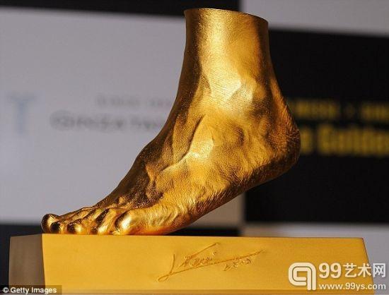 梅西的金左脚模型