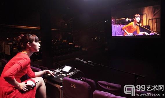 """方璐,""""影院"""",7频道录像装置,2013"""