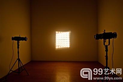奥拉维尔·埃利亚松善于创作空间和光线的艺术