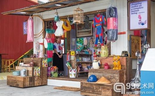 安谷·普莱米亚布都《杂货店》2010-2013年装置,木质店铺、商品、视频、表演,尺寸可变