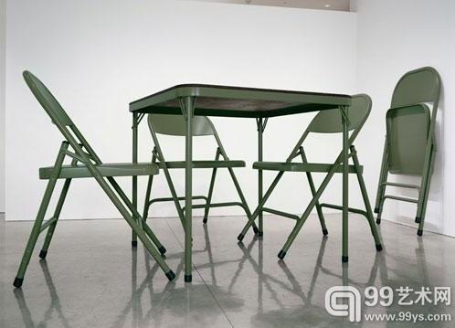 《无题》,罗伯特•塞里恩,桌子高2.43米,椅子高2.64米