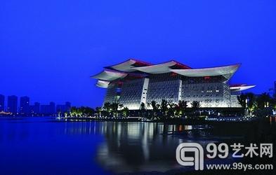 犹如蝴蝶飞落水畔边的无锡大剧院,成为太湖的新地标