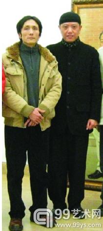 周煜城和陈丹青(右)合影