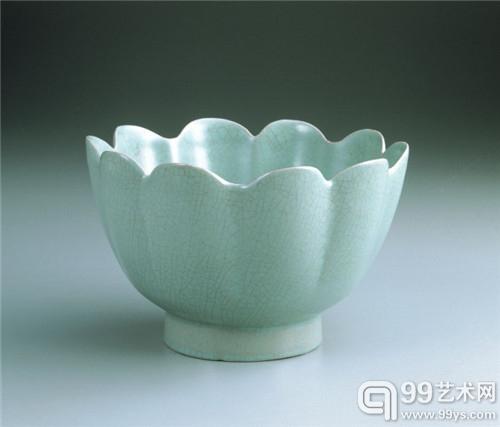 台北故宫藏 北宋汝窑青瓷花式温碗