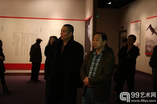 中国书法出版社社长李世俊观展