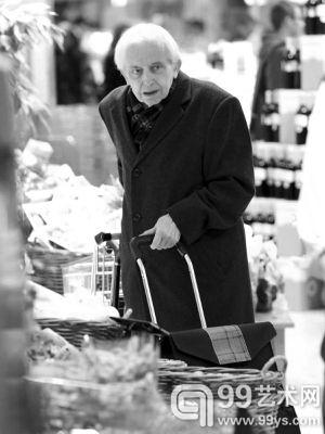 2013年11月,科尔内留斯·古利特在超市购物