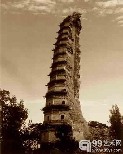 半壁坍塌的法门寺明代真身宝塔