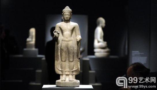 展出的东南亚印度佛教文物雕塑
