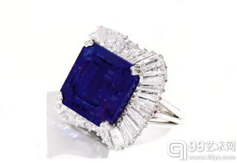 镶嵌着28.18克拉祖母绿琢型克什米尔蓝宝石的圆锥长方形钻石白金戒指