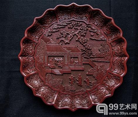 大英博物馆展出中国明代古董,图为展览中一个漆盘