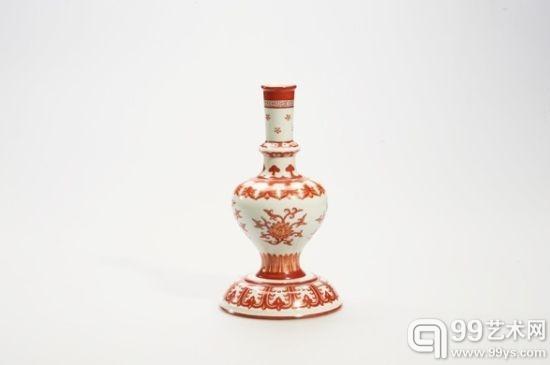 清 矾红彩折枝蕃莲纹甘露瓶 高:22 cm