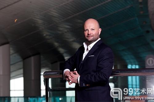 Magnus Renfrew:亮出香港